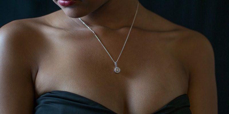 Smukke halskæder til alle typer kvinder